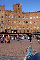 People watching on the Piazza del Campo in the sun